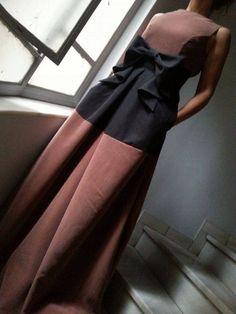 JULYTWΟ διχρωμο μαξι φορεμα με διακοσμητικο φιογκο σε πολλους χρωματικους συνδυασμους. <3