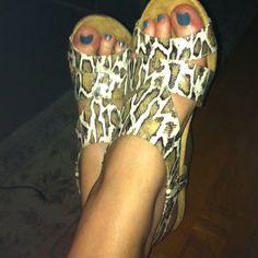 Dr. Scholl's gel bed comfy, python sandals!