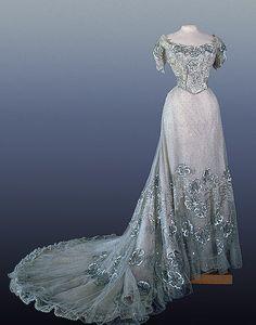gown worn by Alexandra Feodorovna, 1900