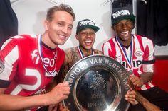 Luuk de Jong, Memphis Depay and Geordinio Wijnaldum. De 3 beste spelers . Vieren het kampioenschap.