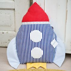 The thing you need most in outer space? A rocket pillow of course! Dyi Pillows, Homemade Pillows, Sewing Toys, Sewing Crafts, Outer Space Bedroom, Sewing Stuffed Animals, Love Blue, Diy Toys, Crafts To Do
