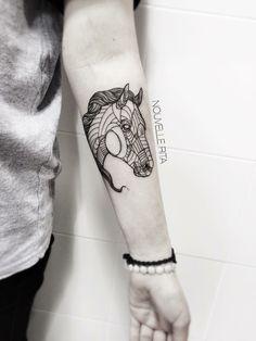 tier-tattoos-geometrische-pferd-gestaltung-reiter-damen-idee