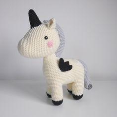 Robin la licorne au crochet Crochet Amigurumi, Amigurumi Toys, Knit Crochet, Robin, Stuffed Toys Patterns, Hello Kitty, Pony, Dinosaur Stuffed Animal, Creations