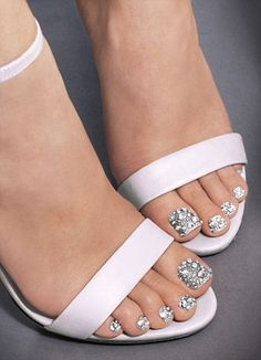 Prom nails, bling nails, fancy nails, gold toe nails, rhinestone na Pedicure Designs, Pedicure Nail Art, Toe Nail Designs, Toe Nail Art, Pretty Toe Nails, Pretty Toes, Love Nails, Fun Nails, Glam Nails