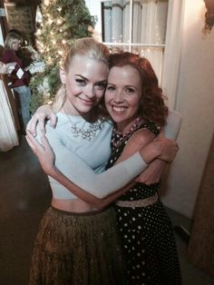 Jaime King and Mallory Moye behind the scenes of Hart of Dixie filming the last episode.