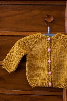 Baby Knitting Patterns Sweter Ravelry: The Little Capri& Favorite Cardigan Cardigan Bebe, Knitted Baby Cardigan, Knit Baby Sweaters, Mustard Cardigan, Baby Knits, Baby Knitting Patterns, Knitting For Kids, Baby Patterns, Free Knitting