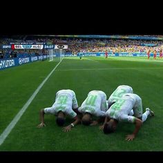 Sub7anAllah! FIFA WORLD CUP 2014! SOCCER PLAYERS STOP TO MAKE SALAH. pictured here in sujood! Allahu Akbar♥♥♥♥♥♥♥♥