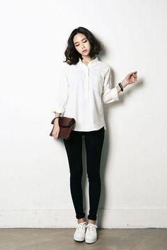 @happyalready Korean Shirts, Korean Blouse, Korean Fashion Street Casual, Asian Fashion, Look Fashion, Womens Fashion, Blouse Simple, Simple Ootd, Minimalist Sneakers