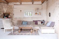 The idyllic Swedish island holiday home (my scandinavian home) Turbulence Deco, Deco Boheme, Scandinavian Living, Interior Design Inspiration, Inspiration Mode, Design Ideas, Home And Living, Interior And Exterior, Beautiful Homes