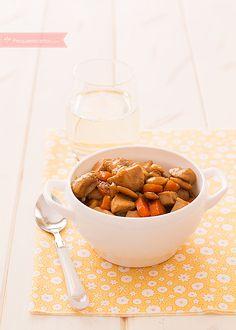 El pollo con almendras es un clásico de los restaurantes chinos. Descubre cómo hacer pollo con almendras paso a paso. Una receta fácil para una cena rápida.