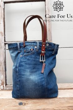 Denim Handbags, Denim Tote Bags, Denim Bags From Jeans, Diy Old Jeans, Artisanats Denim, Levis Jeans, Mochila Jeans, Denim Bag Patterns, Jean Purses