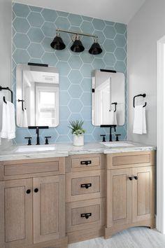 Oceanfront Jack & Jill Bathroom - Beach Style - Bathroom - Orange County - by Tamara Rene Designs Beach House Bathroom, Cozy Bathroom, Beach Bathrooms, Bathroom Kids, Bathroom Design Small, Bathroom Styling, Bathroom Interior, Bathroom Designs, Scandinavian Bathroom