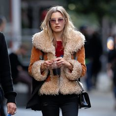 paigereiflernews:  Paige Reifler takes a stroll through Soho in NYC on September 21, 2015