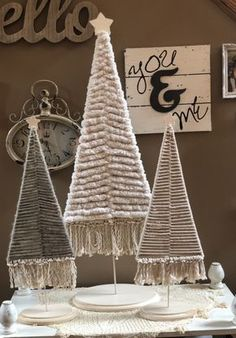 boho christmas tree If your looking for decorative tree that you can design according to your decor then you must give this a try. Noel Christmas, Christmas Projects, Holiday Crafts, Christmas Ornaments, Holiday Decor, Bohemian Christmas, Reindeer Christmas, Modern Christmas, Scandinavian Christmas