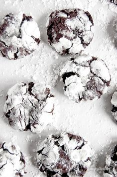 Give these melt-in-your-mouth, rich DARK CHOCOLATE CRINKLE COOKIES a try this holiday (or anytime of the year!) #darkchocolate #chocolate #crinklecookies #holidaycookies #easyrecipes #beyondthebutter