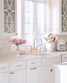 Shabby Chic Kitchen, Kitchen Decor, Pretty Room, Accent Furniture, Beautiful Kitchens, Colorful Decor, Color Trends, Interior Decorating, Design