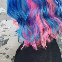 Textured Curls 101 in this how-to video Dyed Hairstyles curls HowTo Textured video Unicorn Hair Color, Hair Color Purple, Blonde Color, Cool Hair Color, Blue Hair, Crazy Color Hair Dye, Galaxy Hair Color, Ombre Colour, Crazy Hair