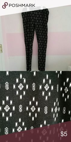 Cute leggings Only worn once pink republic  Pants Leggings