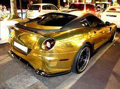 Ferrari dorado