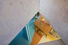 Image 3 of 13 from gallery of Apartment – House / Kochi Architect's Studio. Photograph by Kazuyasu Kochi