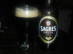 Cerveja Sagres Preta, estilo Munich Dunkel, produzida por Central de Cervejas e Bebidas, Portugal. 4.1% ABV de álcool.
