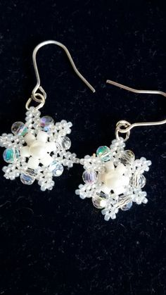 Snowflake earrings. Beaded snowflake by LadybugsJewelryChest