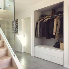 284 vind-ik-leuks, 43 reacties - Lerkefunkis (@lerkefunkis) op Instagram: 'Mer på gang. God helg! #wardrobe #entrance #furniture #interior #interiordesign #concrete…'
