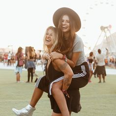 Fotos no Rock In Rio com amiga Tumblr Bff, Cool Tumblr, Best Friend Pictures, Couple Pictures, Cute Friends, Best Friends, Rock In Rio, Friend Poses, Bffs