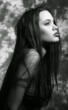 vintage everyday: 30 Beautiful Black and White Portraits of Angelina Jolie as a Teenage Model