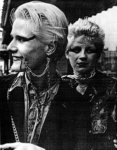 It revolved around the glitter ball of disco before pogoing into avant garde punk and new wave. Punk Rock, Les Aliens, Mode Punk, Punk Makeup, 70s Punk, New Wave, Riot Grrrl, New Romantics, Club Kids