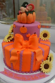 Autumn Cake from Carlos' Bakery - Looks too sweet to eat:-)