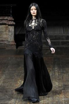 Julien Macdonald † Haute Goth #fashion #haute #goth #gothic #couture #female #catwalk #runway #julienmacdonald #black #dress #dark #beauty #gothicsensibility