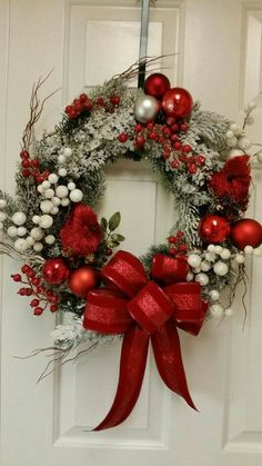 Beautiful Christmas Wreaths for Front Door. The main Christmas decorations that each of us never forgets to put during the holidays is the Christmas tree Christmas Wreaths For Front Door, Christmas Door Decorations, Holiday Wreaths, Christmas Ornaments, Christmas Books, Handmade Christmas, Christmas Projects, Christmas Holidays, Canadian Christmas