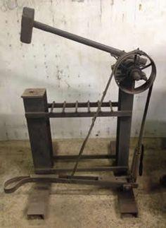 how to make a blacksmith power hammer Power Hammer Plans, Blacksmith Power Hammer, Blacksmith Forge, Forging Tools, Forging Metal, Metal Working Tools, Metal Tools, Iron Tools, Metal Projects