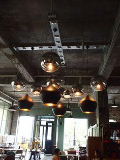 Cafe aA Design Museum @ Hongdae, Seoul Cafe Bar, Cafe Restaurant, Restaurant Design, Seoul Cafe, Museum Cafe, Plafond Design, Hongdae, Design Museum, Ceiling Design