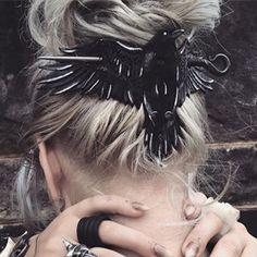 to make Hair Accessories 14 schreckliche Frisuren, die Sie nur an Halloween tragen dürfen 14 penteados horríveis que você só pode usar no Halloween Fantasy Cosplay, Witch Cosplay, Fashion Magazin, Hair Slide, Hippie Man, Gothic Hippie, Hair Jewelry, Jewellery, Black Jewelry
