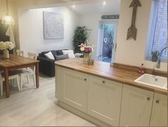 Kitchen layout open family rooms New ideas Large Open Plan Kitchens, Open Plan Kitchen Living Room, Family Kitchen, Home Design, Conservatory Kitchen, Small Conservatory, Before After Kitchen, Kitchen Extension Before And After, Country Kitchen Designs
