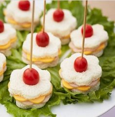 3 Silvester Fingerfood Rezepte und ganz viel leckere Inspiration zum Jahresbeginn 3 New Year's Eve finger food recipes and a lot of tasty inspiration at the beginning of the year Snacks Für Party, Appetizers For Party, Appetizer Recipes, Party Desserts, Finger Foods For Parties, Tea Party Snacks, Tea Party Menu, Parties Food, Appetizer Ideas