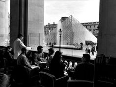 Louvre by Peter Turnley