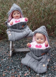 Made with love by Greet: Trappelzak voor de pop Baby Knitting Patterns, Baby Patterns, Doll Clothes Patterns, Clothing Patterns, Beautiful Children, Beautiful Dolls, Baby Born Clothes, Dolly Fashion, Baby Kind