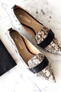 How to Work Loafers Seamlessly Into All Your Fall Outfits - Loafers Outfit - Ideas of Loafers Outfit - How to Work Loafers Seamlessly Into All Your Fall Outfits Comfy Shoes, Cute Shoes, Me Too Shoes, Casual Shoes, How To Wear Loafers, Loafers Outfit, Daily Shoes, Look Street Style, Mocassins