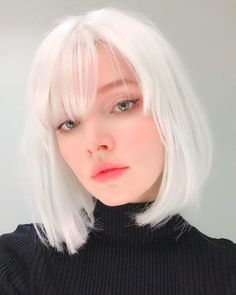 Strong white hair is the hair color trend we never saw .- Starkes weißes Haar ist der Haarfarbentrend, den wir nie gesehen haben Strong white hair is the hair color trend we have never seen hair hairstyles hair black - Latest Hair Color, Fall Hair Colors, Hair Colour, Hair Type, Pretty People, Dyed Hair, Dyed White Hair, Hair Inspiration, Hair Inspo