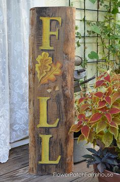 Easy tutorial for this DIY Hand painted Fall sign with acorns and oak leaves…