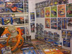 Early 2000's Hot Wheels accessories - Mike Zarnock's World Famous Hot Wheels Museum