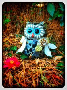Mosaic garden art, mosaic owl sculpture, garden decoration, gift for her, 'Chiffon' by Whimsicalrobyn on Etsy https://www.etsy.com/listing/506779403/mosaic-garden-art-mosaic-owl-sculpture
