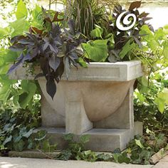 Unique garden planter bowl inspired by the Frank Lloyd Wright original at his Oak Park, IL design studio. Complex design pottery piece has a square base and a large round rim at the top. Large Garden Planters, Backyard Planters, Stone Planters, Frank Lloyd Wright Style, Unique Gardens, Yard Design, All Plants, Colorful Flowers, Garden Sculpture