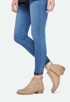 Zapatos Liyanna en Taupe Claro - Envío gratuito en JustFab