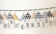 Vierundzwanzig liebvoll gearbeitete Häuschen für kleine Adventsüberraschungen.  Dieser Kalender ist ehr schlicht gehalten, so kommen die wundervollen Designs der für die Dächer verwendeten...