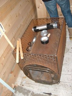 how to convert a wood burn stove into a sauna Diy Sauna, Infrarot Sauna, Sauna Heater, Sauna Room, Outdoor Sauna, Outdoor Baths, Off The Grid, Sauna Wood Stove, Homemade Sauna