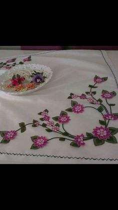 Silk Ribbon Embroidery, Hand Embroidery, Machine Embroidery, Embroidery Designs, Crochet Bedspread, Needle Lace, Knots, Crafts, Baby Embroidery